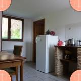 Location meublé 'Champêtre' salle à manger/cuisine
