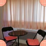 La table et 2 chaises